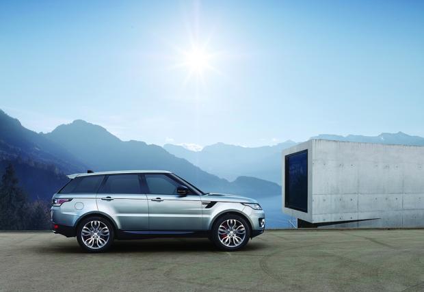 Айдеее, и Range Rover Sport с 2-литров мотор. Дизел е и генерира 240 коня и 500 Нм. Да го чакаме ли с три цилиндъра?
