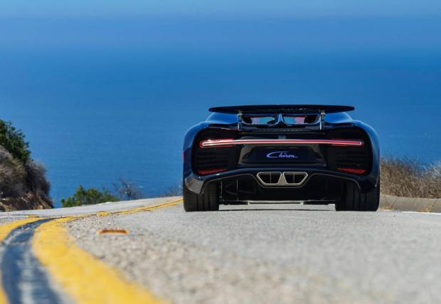Изумителният Bugatti Chiron: нова галерия и детайли около колата, за която българин даде 5 млн. лв