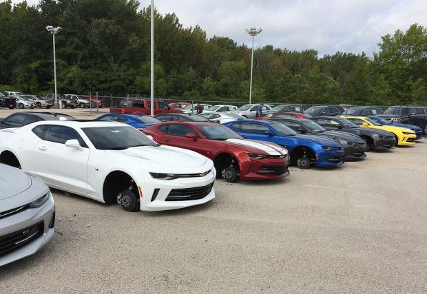 Крадци събуха 48 чисто нови Chevy-та в Тексас