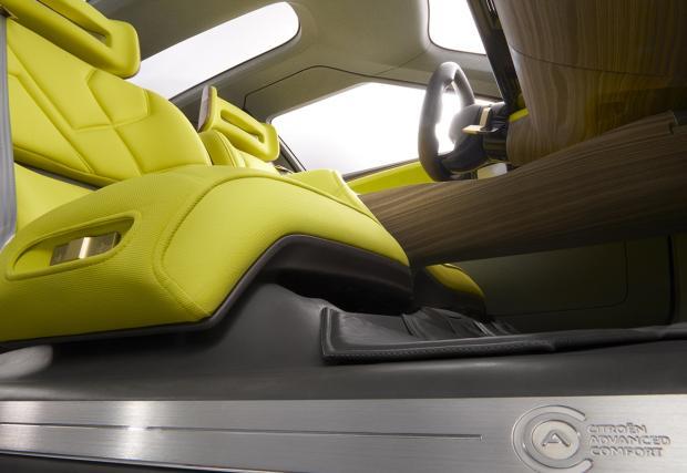Citroen CXperience Concept идва в Париж: 3 метра междуосие и дисплей, по-голям от този на Tesla. Пълна галерия и видео
