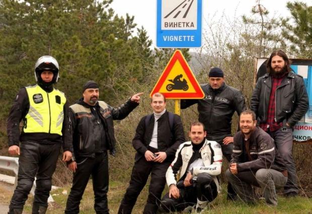 """Пътен знак """"Внимание! Mотористи!"""" става законен от този месец"""
