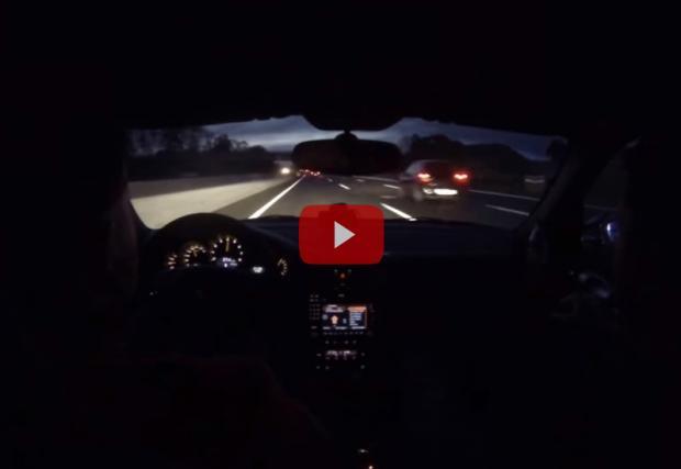 Да спукаш гума с 330 км/ч. Porsche 911 GT2 в Германия. Можеше да е дооста по-зле. Видео