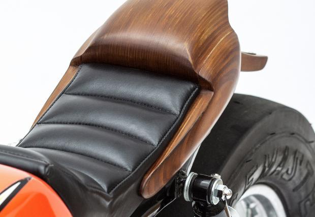 Дървен и усмихнат байк: Honda SS50, направен от... отломки. Супер симпатяга
