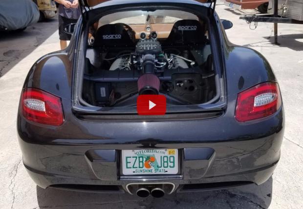 Когато решиш да обуеш 5-литров V8 от Mustang в Porsche Cayman. Резултатът е доста... шумен. Видео