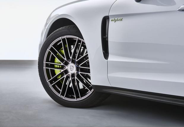 Новото Porsche Panamera и като хибрид: 462 к.с. и 2,5 л/100 км. Ееее...