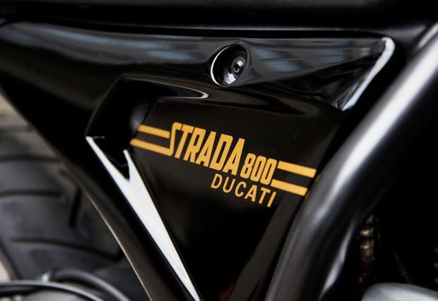 Ducati Scrambler, но за шосето: Strada 800, eдна вдъхновяваща конверсия от Южна Африка