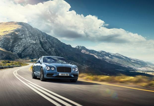 Bentley Conti Flying Spur W12 S. Британците направи хол, в който може да си пиете уискито с над 320 км/ч