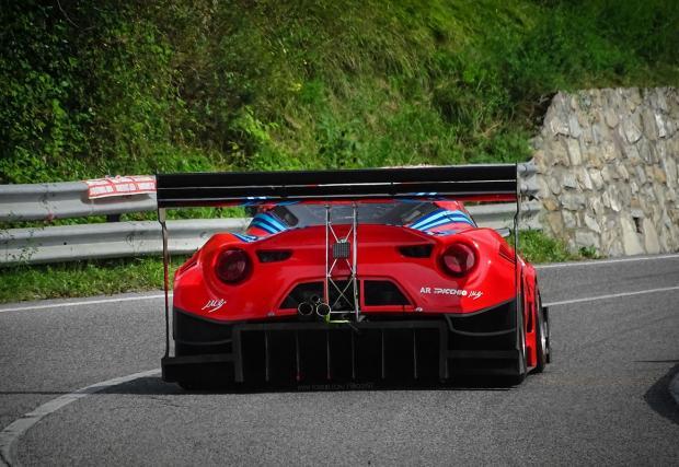 Спойлер с прикаченa за него Alfa: чудовищната Alfa Romeo 4C на Picchio Racing. Видео