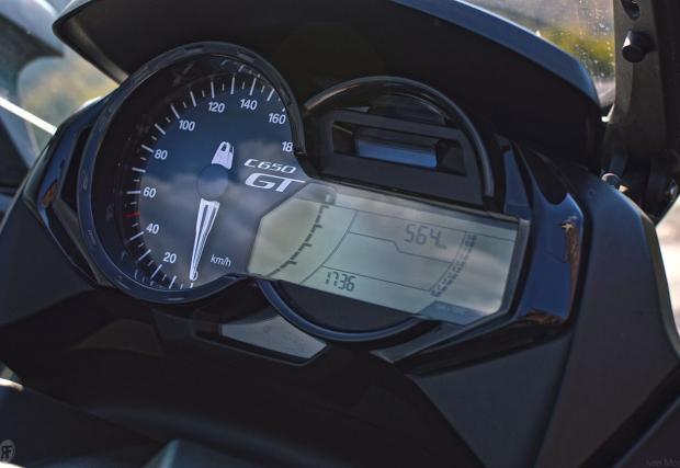Тест на BMW C 650 GT. Баварски скутер на макс