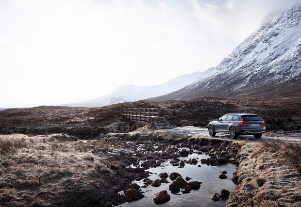 Най-смисленото комби в света? Много вероятно. Volvo V90 Cross Country