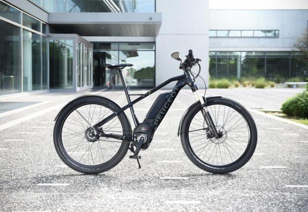 Peugeot пусна ел велосипед, който изисква каска и застраховка. Защото вдига 45 км/ч