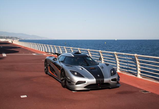 Запознайте се с Карина Лима и нейния Koenigsegg One:1. Галeрия