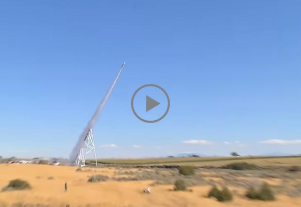 54-годишен американец се изстреля с 650 км/ч. С ракета. Над каньон... Видео