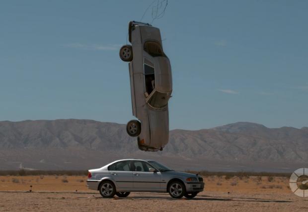 Да убиеш E46-ца с Mercedes и 70-тонен кран. Защото е забавно. Видео