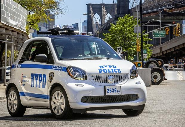 Точно така. Новите патрулки на Ню Йорк са Smart. Какво?