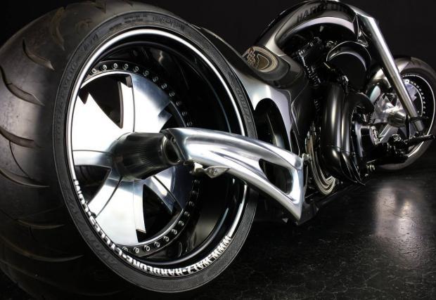 Брутален и гротески: Walz Hardcore Cycles Super Spec Renewal и неговата 266-милиметрова задна гума