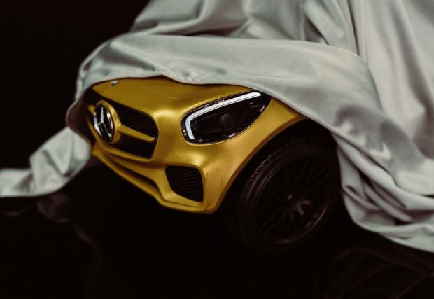 Merc-AMG разкри новия си загадъчен модел, който се оказва най-малкият модел в гамата. С огромен за размерите си волан...