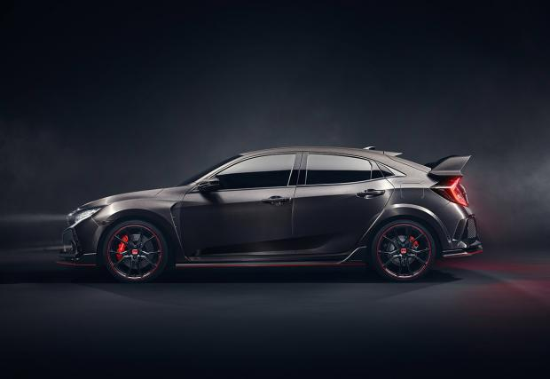 Батман поръча новия Civic Type R, с ауспух от Ferrari 458. Колата е брутална, а Honda става все по-готина марка