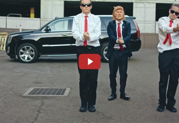 Хилари и Тръмп в танцувална битка, заедно с MINI One срещу Cadillac Escalade. Забавно видео