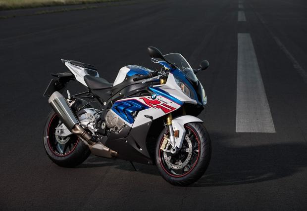 BMW Motorrad обнови супер пистарката S 1000 RR и другите две хилядарки. Ето какво ново има по трите байка