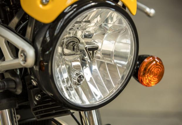 Triumph Street Cup. Модерният класик идва с водно охлаждане и USB под седалката