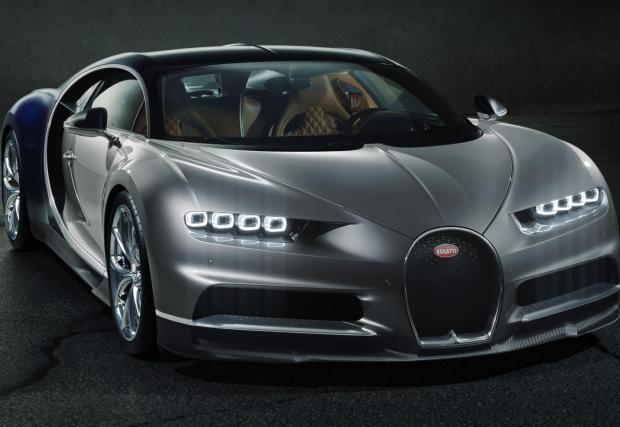 2. Bugatti Chiron – 1500 коня. Наследникът на Veyron, който не е чак толкова вълнуващ. Да, окей, супер мощен и бърз е, но просто Veyron бе нещоТО, което дойде и тресна 1000-та коня на масата, с което ни изпопадаха ченетата. Но пак, Chiron-ски разполага с