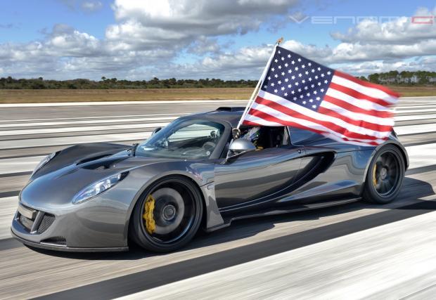 4. Hennessey Venom GT – 1261 коня. Тук нямаме нищо екологично: масивен 7-литров битурбо V8 от Corvette, обут в силно модифициран Lotus Exige. Резултатът е брутален. Колата държи неофициален рекорд за ускорение 0-322 км/ч (0-200 мили в час) за 14,51 секунд