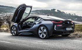 Карахме BMW i8 в специалното изпълнение Protonic Edition. Истинска спортна кола? Видео