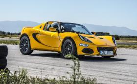 Lotus Elise Experience е страхотен начин да карате едни от най-яките спортни коли на писта