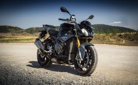 Тест на BMW S 1000 R. Как се усеща 165-конният мотоциклет със злобна физиономия в четири различни среди