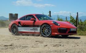 Porsche 911 Turbo S ускорява по-бързо от официалните 2,9 до сто. Колата е страхотна