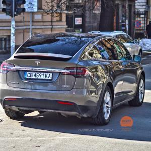 Добре дошла у нас. Още една Tesla Model X, в най-върховото изпълнение P100D. Мощност 762 к.с., 931 Нм, двойно задвижване, 2,4 тона, ускорение от 0-100 за около 3 сек. И 0 лв. годишен данък, както безплатно спиране в зоните. Честито на собственика  | DizzyRiders.bg