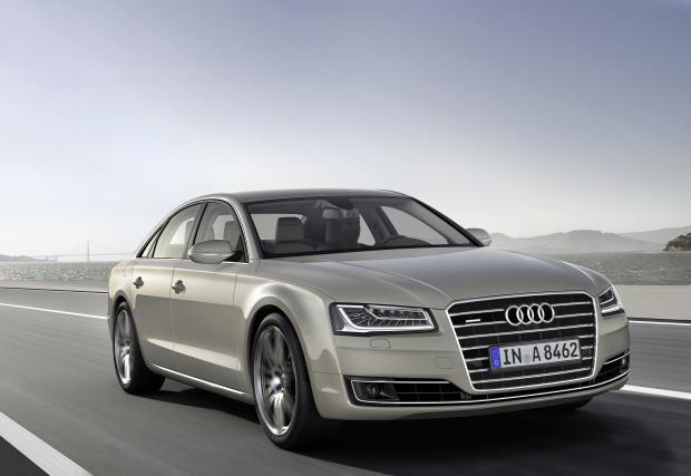 Audi A8 4.2 TDI. Също голяма и луксозна немска лимузина. Нейният V8 изкарва 385 к.с. и 850 Нм, добри за 4,7 до сто и 250 км/ч (електронно ограничени). Ускорение, което е същото както на BMW M550d.