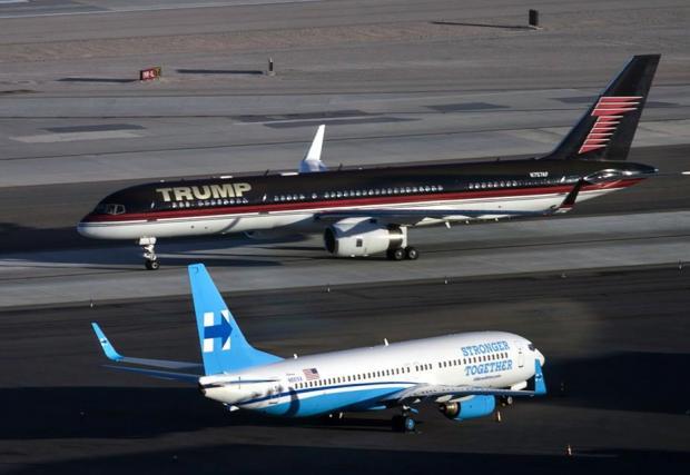 Какво ли си казват? Самолетите на Хилъри и Тръмп