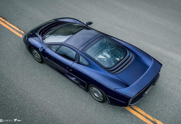 На кой му притрябвал V12, като има Jaguar XJ220?!