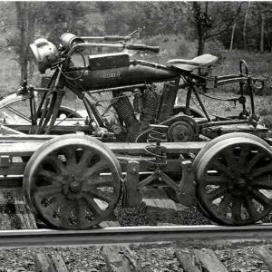 Железопътна моторетка отпреди 105 години! | DizzyRiders.bg