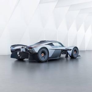 Извънземен. Aston Martin Valkyrie | DizzyRiders.bg