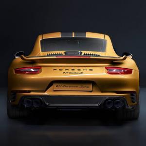В тази задница работи най-мощният двигател слаган някога в серийно Porsche 911 Turbo: 607 к.с., 500 броя и цена от 259 992 евро | DizzyRiders.bg
