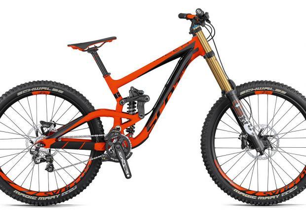 4. Scott Gambler 710. Тук имаме алуминиева рамка с 210-милиметров ход отзад и вилка FOX 40 RC2 FIT4 Factory с 203 мм ход отпред. Любопитна забележителност на тази рамка е възможността за настройване на ъгъла на челото, като велосипедът може да с спекне както с 27,5-инчови колела, така и с класически 26-ици. Струва около 5500 евро.