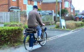 Това е парен велосипед с двойно задвижване, вдига 32 км/ч и си има дори свирка