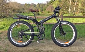 Moar е електрически 'fat bike' с 1000-ватов мотор, 160 Нм, пълно окачване и сгъваема рамка. Галерия и видео
