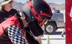 Денис Мюлер-Коренек, майката, която постави рекорд от 296 км/ч с… велосипед. Видео